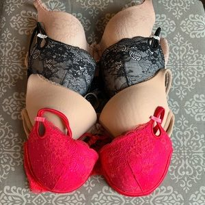 Euc Victoria's Secret Bra Bundle, Size 34D